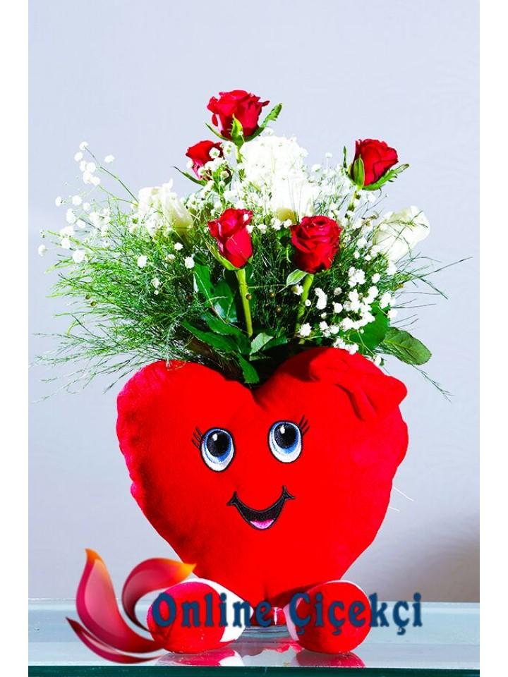 Güller Ve Kalp Yastık
